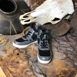 Kenneth Cole Hi-Top Sneakers Size 3 Boys